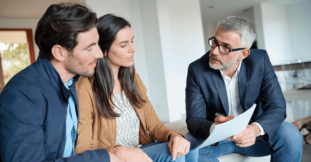 Vendedor como asesor para comprar casa